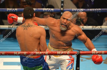Shannon Briggs (White Trunks) against Emilio Ezequiel Zarate (Green / Blue Trunks) during the Heavyweight fight at the O2 Arena, London on May 21st, 2016