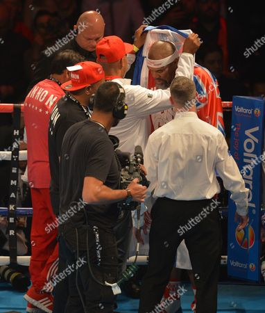 Shannon Briggs (White Trunks) prepares to face Emilio Ezequiel Zarate (Green / Blue Trunks) during the Heavyweight fight at the O2 Arena, London on May 21st, 2016