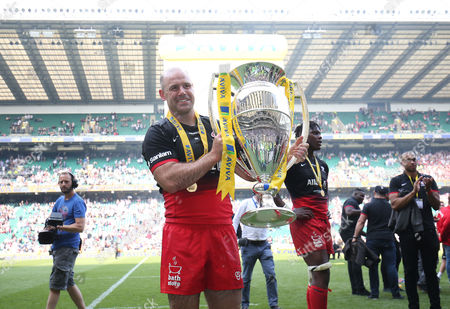 Charlie Hodgson of Saracens with trophy