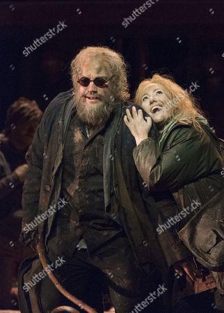 Johan Reuter as Oedipe, Sophie Bevan as Antigone