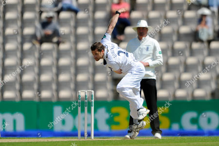 Hampshire's James Tomlinson during the Specsavers County Champ Div 1 match between Hampshire County Cricket Club and Nottinghamshire County Cricket Club at the Ageas Bowl, Southampton