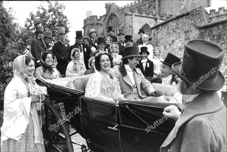 Filming Of The Bbc Christmas Melodrama 'east Lynne' In Somerset. Picture Shows L-r: Gemma Craven Martin Shaw (in Carriage) Kenneth Connor. Box 631 330091510 A.jpg.