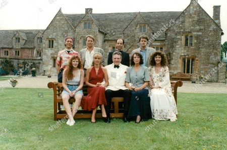 Tv Programme: The Green Man. Picture Shows Back Row L-r: Nicholas Grace Nicky Henson Robert Schofield And Michael Grandage. Front Row L-r: Natalie Morse Sarah Berger Albert Finney Linda Marlowe And Josie Lawrence. Box 634 111310156 A.jpg.