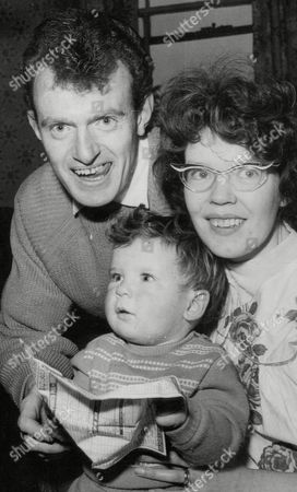 Bus Conductor Vincent Newman With Wife Margaret And Son Paul. Won II29 888 On Vernons Pools. Box 634 613101533 A.jpg.