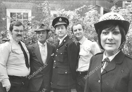 Tv Programme: The Fuzz. L-r: Mike Savage Michael Robbins Colin Jeavons Nigel Lambert And Lynda Bellingham. Box 634 813101512 A.jpg.