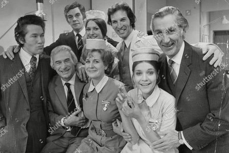 Editorial photo of Tv Programme: General Hospital. Back Row L-r: Lewis Jones Lynda Bellingham Unknown David Garth. Front Row L-r: Unknown Ronald Leigh-hunt Unknown Unknown Judy Buxton. (for Full Caption See Version) Box 634 813101518 A.jpg.