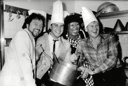 Tv Programme: Game For A Laugh. L-r: Jeremy Beadle Martin Daniels Rustie Lee And Lee Peck. Box 634 813101541 A.jpg.