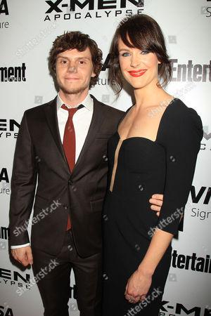 Evan Peters and Carolina Bartczak