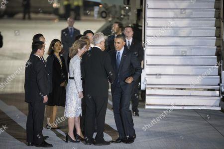 US President Barack Obama greets US Ambassador to Japan Caroline Kennedy Schlossberg and her husband Edwin Schlossberg