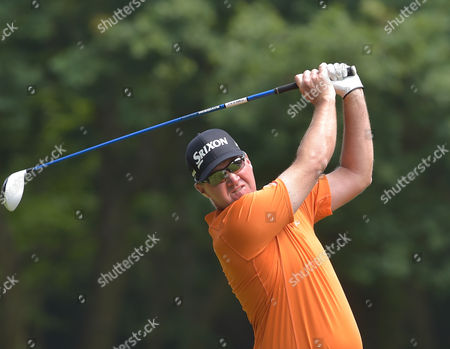Peter Hanson of Sweden on the 3rd hole in the 3rd round of The BMW PGA Championship Golf @ Wentworth. 28.5.16. Pic: Hugh Routledge