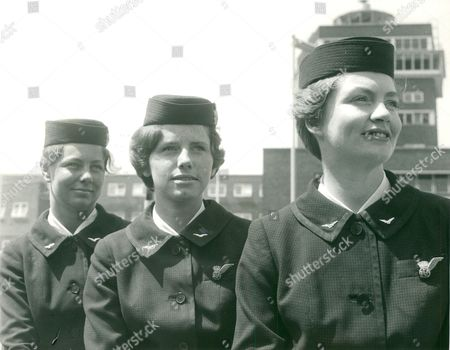 B.e.a. Hostesses At London Airport (heathrow). L-r: Anne Taylor Susan Ballantyne And Catherine Smith. Box 635 214101529 A.jpg.