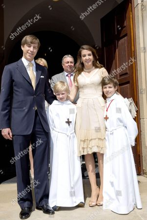 Prince Louis of Luxembourg and Princess Tessy of Luxembourg pose with their sons Gabriel and Noah
