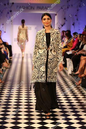 Mehreen Noorani show, model on the catwalk