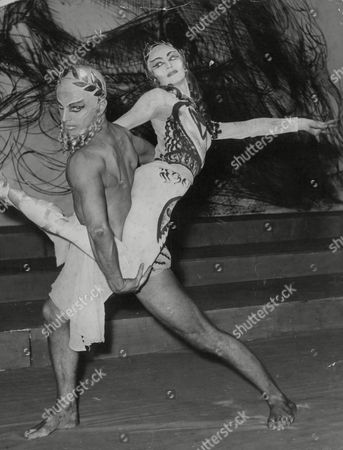 Derek Rencher And Monica Mason Dancing In The Ballet 'elektra'. Box 637 815101533 A.jpg.