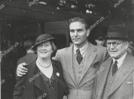 Actor Henry Wilcoxon With His Mother And Father. Box 640 218111511 A.jpg.