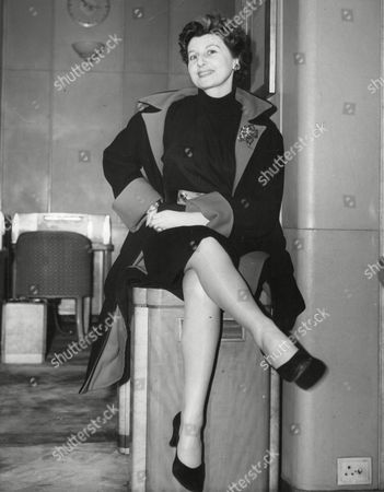Miss Doris Barry Sister Of Ballerina Alicia Markova Pictured On Arrival At Southampton From The U.s.a. On The Liner Queen Mary. Box 642 720111530 A.jpg.