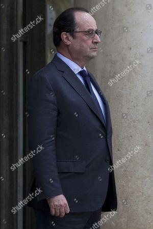 French President Francois Hollande waits for Peru's President Ollanta Humala