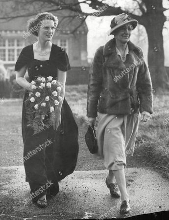 Stock Photo of Wedding Of Jean Alice Macdonald Of Isles To Lt. Col. Basil John Ringrose. Picture Shows: Miss Angela Daphne Macdonald Of Isles (left) Sister Of The Bride With Her Mother Hon. Lady Rachel Macdonald (widow Of Sir Godfrey Macdonald Of The Isles 15th Bt.) Mother Of The Bride. Box 644 425111523 A.jpg.