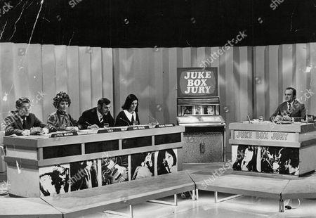 Tv Programme: Juke Box Jury. Picture Shows L-r: Pete Murray D.j. Lulu Pop Singer Eric Sykes Actor Susan Stranks Actress/tv Presenter And David Jacobs. Box 645 126111520 A.jpg.