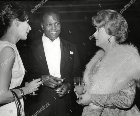 Daily Mail Jazz Festival At Belle Vue Manchester. Picture Shows L-r: Lady Montagu With Thomas Baptiste (opera Singer) And Elizabeth Simon (singer). Box 647 1001121534 A.jpg.