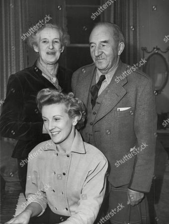 Actress Anne Crawford And Parents Mr And Mrs Thomas Crawford At Their Edinburgh Home. Box 648 602121538 A.jpg.