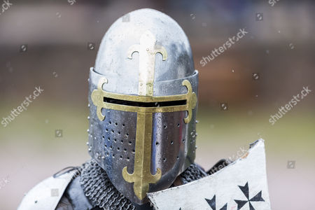 The knight Clifford Formosa with a shiny metal helmet during a professional jousting competition.