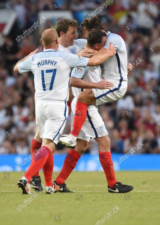 Danny Murphy, Ben Shephard, Jamie Carragher and Mark Wright celebrate after Mark Wright scored