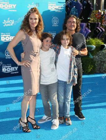 Amy Brenneman, Brad Silberling and family