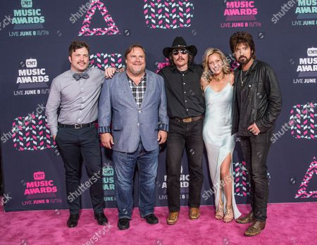 Travis Nicholson, Kevin P. Farley, Jon Sewell, Joey Lauren Adams, and Billy Ray Cyrus