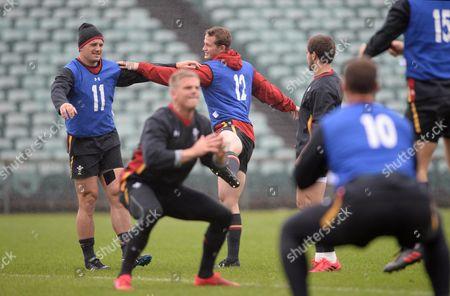 Jonathan Davies and Hallam Amos during training.