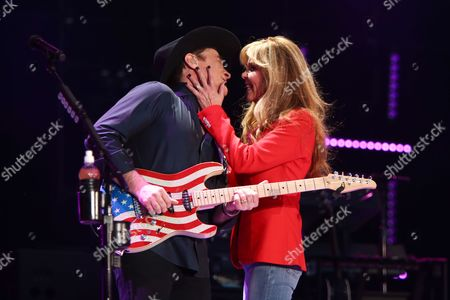 Clint Black, Lisa Hartman Black