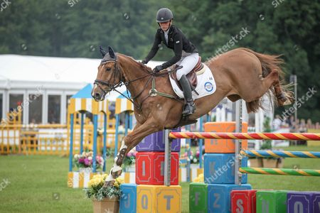 ONWARDS AND UPWARDS ridden by Caroline Powell (New Zealand) during the final jumping event at Bramham International Horse Trials 2016 at  at Bramham Park, Bramham