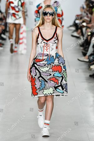 Ella Richards wearing an outfit from the men's ready to wear collections, spring summer 2017, original creation, during the Fashion Week in London, from the house of Sibling//Z-PIXEL-FORMULA_S_097/Credit:Sipa Press Pixelformula/SIPA/1606122237 Model on the catwalk
