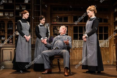 Naomi Frederick (Maggie Hobson), Gabrielle Dempsey (Vicky Hobson), Martin Shaw (Henry Horatio Hobson), Florence Hall (Alice Hobson)