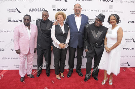 Walter Williams, Eric Grant and Eddie Levert of The O'Jays, Debra Lee, Richard Parsons, and President and Chief Executive Officer of the Apollo Theater Jonelle Procope