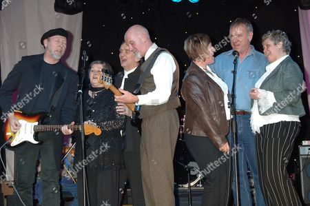 Richard Thompson, Norma Waterson, Martin Carthy, Dave Pegg, Chris While Ralph McTell