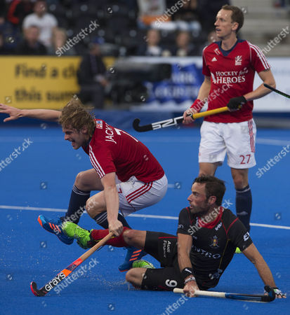 Ashley Jackson and Sebastien Dockier fight for the ball 