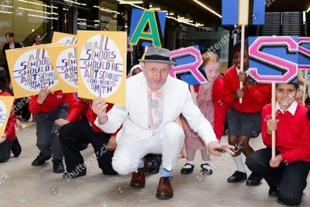Artist Bob and Roberta Smith with schoolchildren
