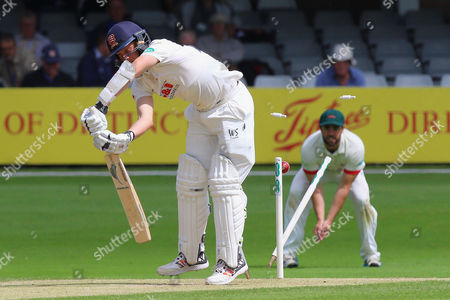 Jamie Porter of Essex is bowled out by Clint McKay during Essex CCC vs Leicestershire CCC, Specsavers County Championship Division 2 Cricket at the Essex County Ground on 21st June 2016