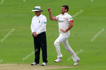 Clint McKay in bowling action for Leicestershire during Essex CCC vs Leicestershire CCC, Specsavers County Championship Division 2 Cricket at the Essex County Ground on 22nd June 2016