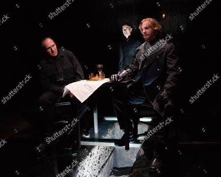 Ralph Fiennes (Richard, Duke of Gloucester), Finbar Lynch (Duke of Buckingham), Tom Canton (Sir Robert Brakenbury/ Earl of Richmond)