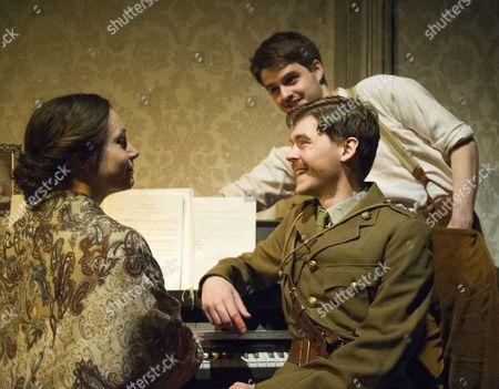 Elizabeth Rossiter as the Pianist, Hugh Benson as the Singer, Alexander Knox as Charlie
