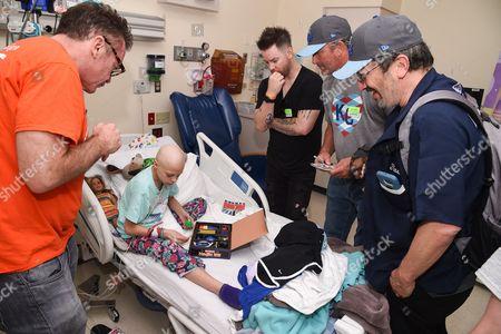 Tom Arnold, David Cook, Bret Saberhagen and Robert Smigel with patient at Children's Mercy Hospital