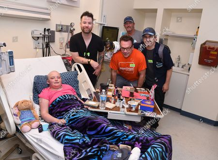 Stock Picture of David Cook, Tom Arnold, Bret Saberhagen and Robert Smigel with patient at Children's Mercy Hospital