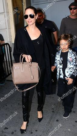 Angelina Jolie, Knox Leon Jolie-Pitt