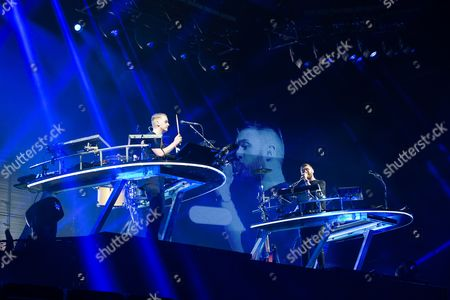 Disclosure performing on the Other Stage.  Guy Lawrence, Howard Lawrence