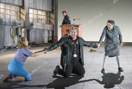 Laura Wilde as Jenufa, Nicky Spence as Steva, Valerie Reid as Grandmother Buryja