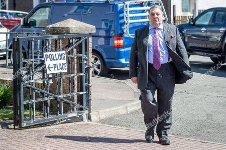 David Coburn casts his EU referendum vote at Kinghorn Community Center