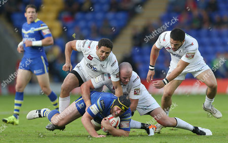 Wolves CHRIS HILL RUNS INTO Widnes HEP CAHILL AND Widnes JACK BUCHANAN Pix Magi Haroun 24.06.2016 RUGBY CHALLENGE CUP QTR FINAL WARRINGTON WOLVES V WIDNES VIKINGS