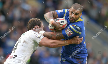 Wolves RYAN BAILEY AND Widnes CHRIS DEAN Pix Magi Haroun 24.06.2016 RUGBY CHALLENGE CUP QTR FINAL WARRINGTON WOLVES V WIDNES VIKINGS